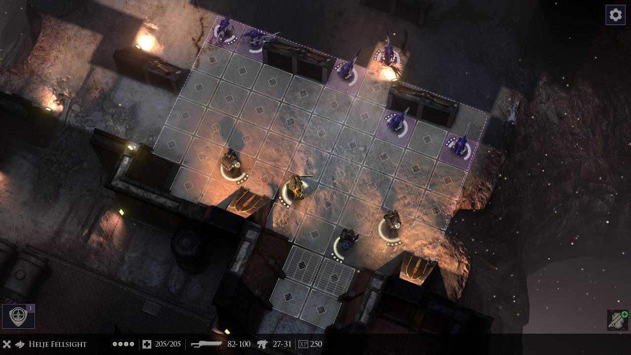 В warhammer 40000: space marine есть несколько вариантов оружия, каждый из которых различается по характеристикам